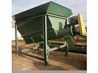 Conveyor feed hopper/screw/aggregate