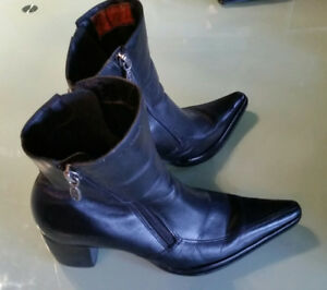 Harley  Davidson womens boots.  Size 6 to 7 1/2 or 37.5 euro