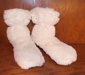 Cozy Plush Luxury Warmies Cream Slippers Body Boots 8-10