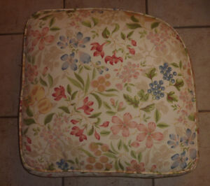 2 corner cushions with flower print ($ 5 each)