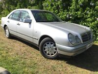 AUTOMATIC MERCEDES E240 - 1 YEARS MOT - FULL SERVICE HISTORY - SUPERB HISTORY