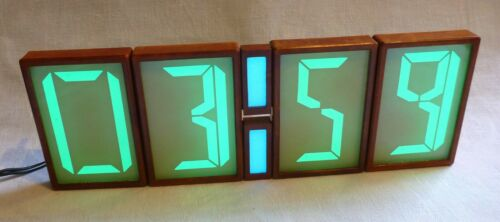 Set of 4 large electroluminescent displays + 2 red dots