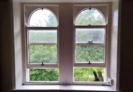 Very Spacious Bedsit in a quiet house, with view of beautiful Greenhead Park, Huddersfield