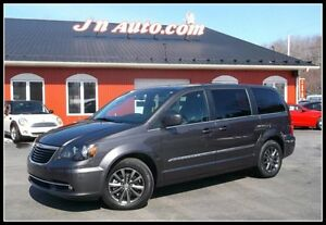 2015 Chrysler Town and Country S, GPS, TV-DVD