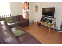ROOM IN PROFESSIONAL HOUSE SHARE IN HEATON AVAILABLE 04/08/17 - £300pcm BILLS INC.