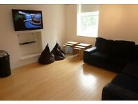 ROOMS IN PROFESSIONAL SHARE HEATON, AVAILABLE 27/10/17 - £350pcm BILLS INCLUDED