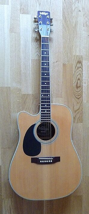 Left-handed Electro-Acoustic Guitar in excellent condition