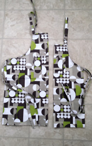 Mother / daughter apron set