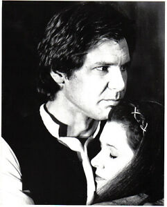 STAR-WARS-RETURN-OF-THE-JEDI-1983-Publicity-Still-Han-Solo-Holds-Leia