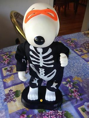 Peanuts Halloween Snoopy Skeleton Musical Dancing To the Peanuts Song New - Batman Halloween Song