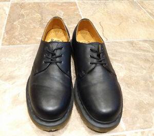 Doc Martens Originals Shoes - *Like New* (worn 2x) - Size 9M West Island Greater Montréal image 3