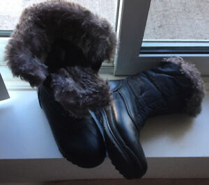 BOOTS-LADIES WINTER BOOTS-SIZE 8M
