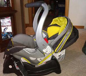 Infant car seat London Ontario image 3