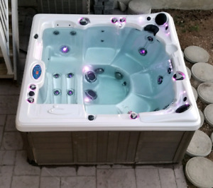 7x7 Hot tub / Spa for sale!