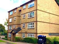 2 bedroom flat in Gainsborough Court, London, SE16 (2 bed)