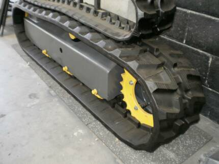 Bolt-on Rubber Pads to suit Excavators with 300mm Steel Grousers