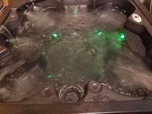 Refurbished H20 canyon 4000 series hot tub spa ( finance est 45.00 bi weekly )
