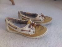 'Boating' shoes (size 4) - for gardening, the beach or cycling ...