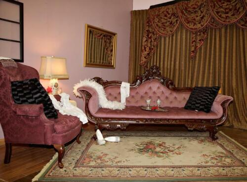 BEAUTIFUL VICTORIAN CHAISE SOFA SETTEE IN PINK VELVET (POC)