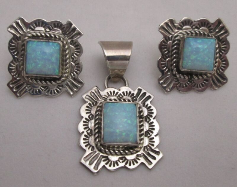 BEAUTIFUL NAVAJO OPAL and STERLING SET, PIERCED EARRINGS and PENDANT