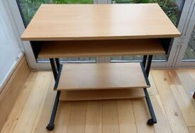 Computer desk/workstation with wheels & pull out keyboard shelf - like new