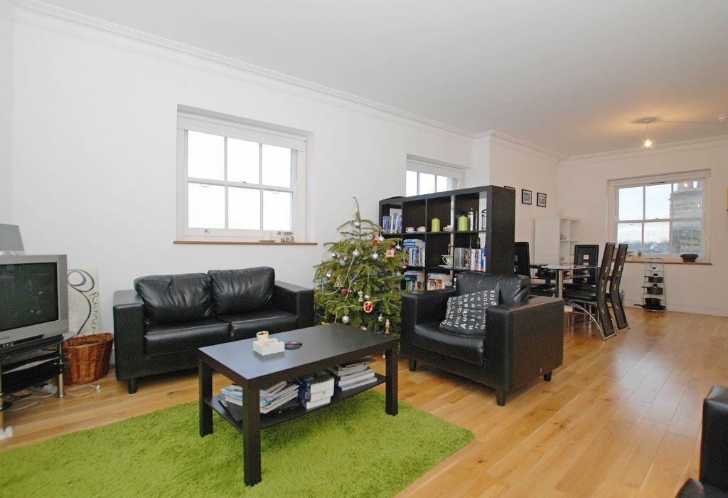 Stylish Two Bed Flat Located Minutes to Highbury/Islington Station and Upper Street