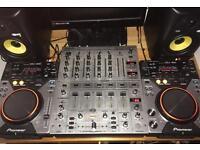 Pioneer CDJ 400 & Behringer DJX 700