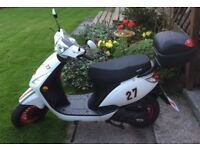 2017 Sinnis Street 50 Scooter, 6 Months old, 59 miles only, includes optional top box.