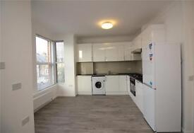 3 bedroom flat in Ballards Lane, London, N3