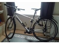 Specialized Sirrus Elite Alloy frame Hybrid Bike with a D-lock - Silver, Medium size