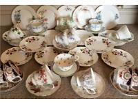 JOB LOT SET OF MISMATCHED VINTAGE CHINA TEA CUPS, SAUCERS AND PLATES