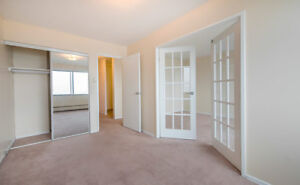 1 Bedroom + Den! Steps to Point Pleasant Park, Dog Friendly!