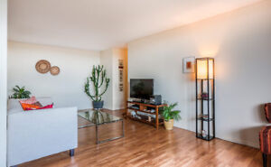 MINUTES TO DOWNTOWN, CLEAN & QUIET APARTMENT