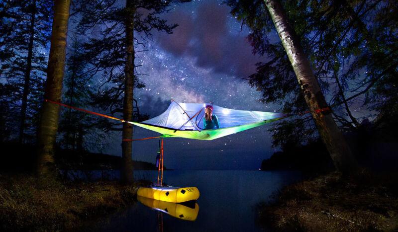 Wo lassen sich die Sterne schöner beobachten als in den Baumwipfeln, unter freiem Himmel? (© Tentsile)