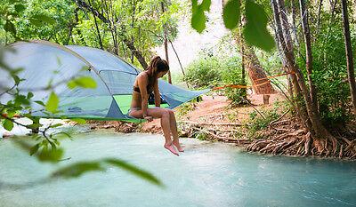 Nicht am, sondern über dem Wasser zelten: Das Baumzelt macht's möglich. (© Tentsile)