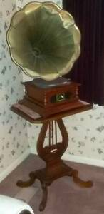 Gramophone record player on stand beautiful & antique Beecroft Hornsby Area Preview