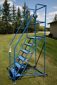 PORTABLE LADDER WITH HAND RAILS
