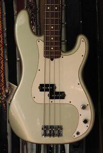 Bass Fender precision