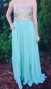 PROM DRESS LE CHATEAU SIZE 2 VERY GOOD CONDITION