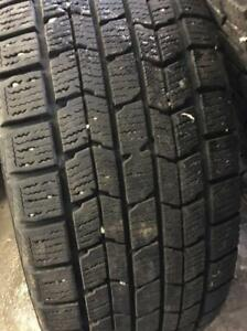 4 pneus hiver 175 65 R14 Dunlop