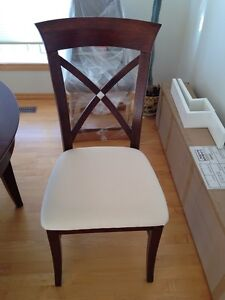 HIGH END DINNING ROOM TABLE AND CHAIRS Regina Regina Area image 4