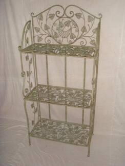 Brand new beautiful metal shelf with 3 foldable shelf