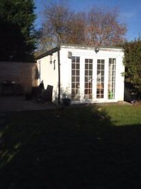Stunning Secluded Garden Office - Perfect for Photography, Group Work Private Study available daily