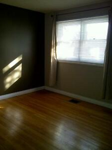 3 Bdrm/1 Bath Main Floor w/Garage 1334 Forget St - Fixed Utility Regina Regina Area image 6