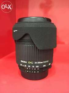 like new sigma AF 28 300 DG super zoom for nikon full frame