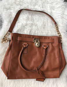 ~Michael Kors Large Hamilton Bag In Tan leather Gold Hardware~