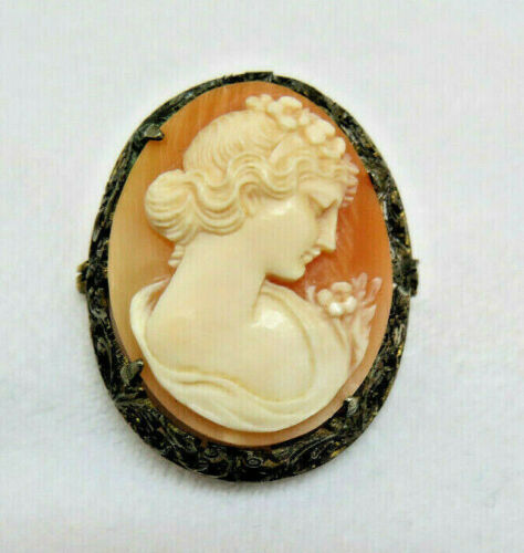 Antique Cameo in Filigree Mounting Pin Brooch / Pendant