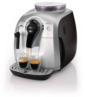 Automatic SAECO coffee machine - grinds and cleans in one step