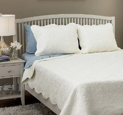 King Size Quilt Set Scalloped Edges Off White Ivory Bed Comforter Bedding Cover ()