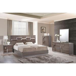 Platform Customizable Whole King Size Bedroom Set with Matresse